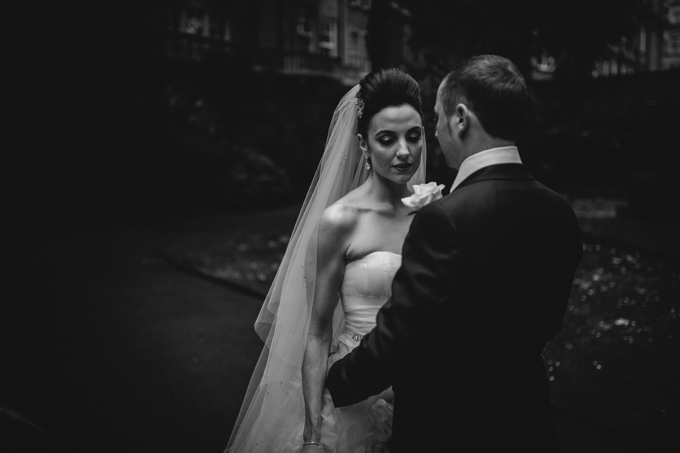 Moody couples portrait, Mayfair wedding photography