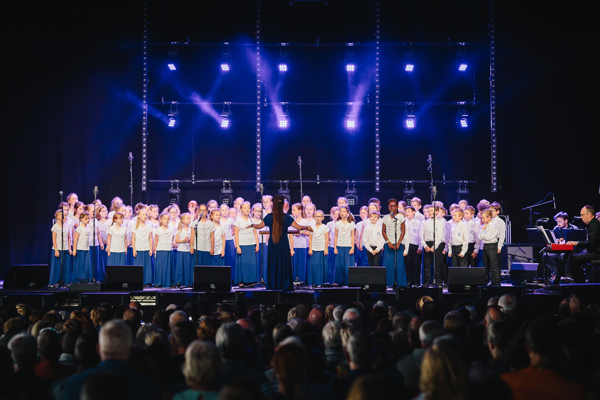 Barnsley Youth Choir – Underneath the Stars